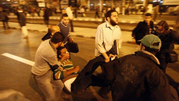 5 morţi şi 400 de răniţi în urma ciocnirilor violente de pe străzile din Cairo