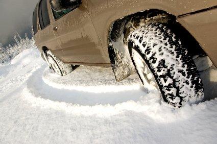 Iarna a venit cu probleme în trafic. Vezi lista drumurilor pe care s-au înregistrat depuneri de zăpadă