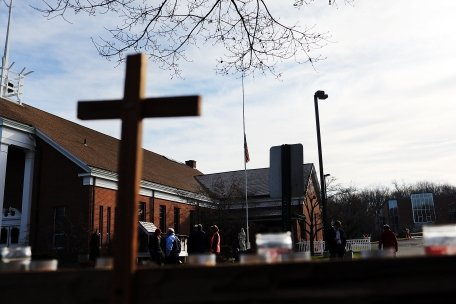 AFP: Incidentul armat din Newtown relansează eterna dezbatere privind armele în SUA