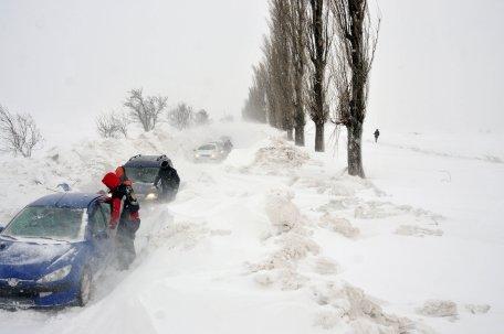 Infotrafic: Circulaţia este blocată pe patru drumuri naţionale secundare din Moldova