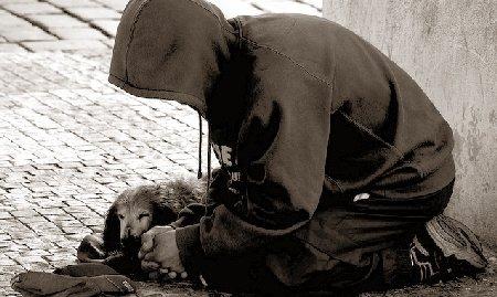 Lumea cerşetorilor, a prostituatelor şi a oamenilor fără adăpost din Praga, prezentată de o agenţie de turism