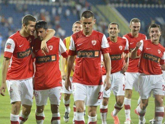 UEFA ameninţă Dinamo şi Rapid cu excluderea din cupele europene pentru trei sezoane