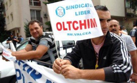 Angajaţii Oltchim NU vor mai primi ajutoarele sociale de la Guvern. Aceştia şi-au primit salariile