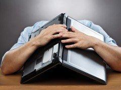 Angajatul ideal în 2013: Muncă multă, stres şi ore suplimentare pe bani puţini