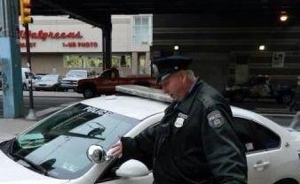 Ca-n filmele cu p.... poliţişti. Ce-au păţit aceşti ofiţeri, în plină stradă, e de-a dreptul hilar