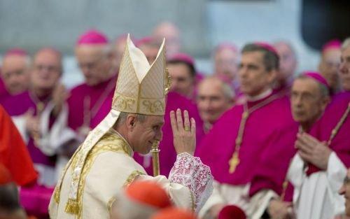 """Papa Benedict al XVI-lea: Războiul din Siria trebuie oprit înainte ca ţara să ajungă """"o ruină""""."""