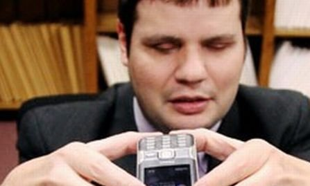 Smartphone pentru nevăzători. Telefonul poate fi controlat numai prin voce