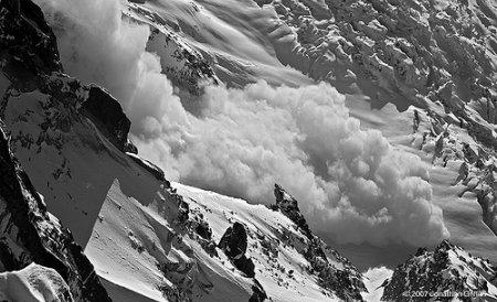 Risc foarte mare de avalanşe în Munţii Făgăraşului