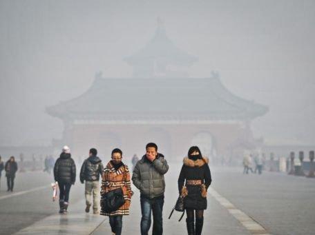 """China, învăluită de o ceaţă densă şi """"încărcată"""". Persoanele sensibile sunt sfătuite să rămână în casă"""