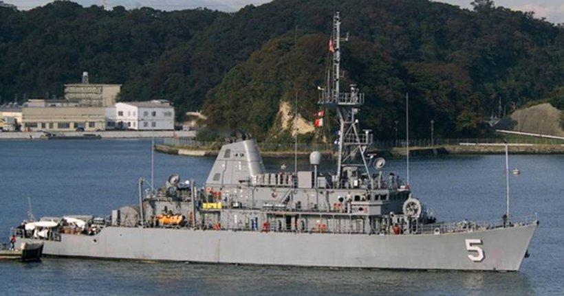 O navă americană a rămas blocată pe un recif de corali