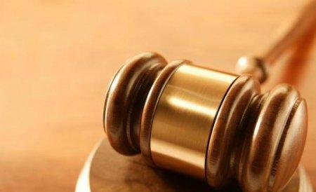Condamnat pentru crimă de lezmajestate. A primit 10 ani de închisoare pentru insultarea regelui thailandez