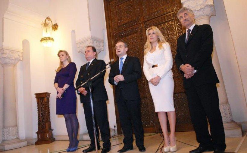"""PDL nu-şi anunţă încă prezidenţiabilii, ca să nu se """"uzeze"""""""