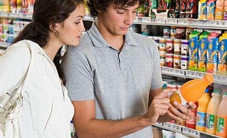 Cum sunt falsificate produsele alimentare. Zahăr la sticlă în loc de suc natural de portocale şi ulei italienesc cu ingrediente din Grecia
