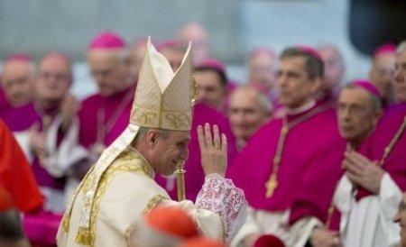Ce scriu internauţii la tweet-urile Papei. Cât la sută sunt dintre răspunsuri sunt injurii şi reproşuri
