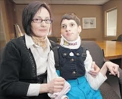 """O româncă bolnavă de paralizie cerebrală riscă să fie expulzată din Canada. Autorităţile o consideră """"ineligibilă din punct de vedere medical"""""""