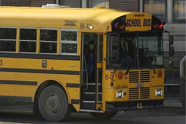 Un bărbat a deschis focul într-un autobuz de şcoală în Statele Unite