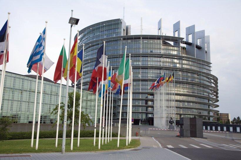Oficialii UE, speriaţi de euroscepticism. Vor cheltui până la 2 milioane de euro pentru monitorizarea comentariilor din mediul online