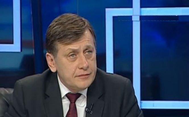 Antonescu: Nu sunt jurist, dar revizuirea Constituţiei este un act pur politic, nu un act notarial