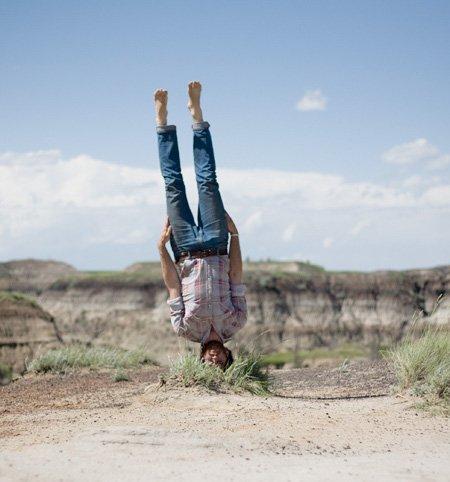 Caulton Morris, fotograful care vede lumea cu susul în jos
