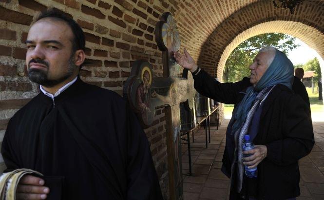 """""""Este anormal ca într-un stat laic sute de milioane de euro să fie deturnate de la nevoile reale ale ţării către cultele religioase"""". Solicitarea trimisă de ONG-uri Parlamentului"""