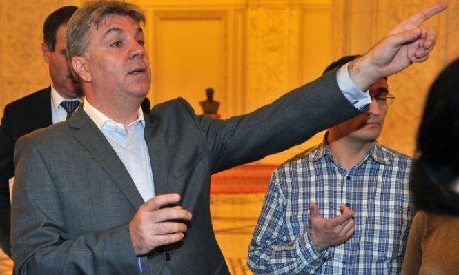 """Şeful Camerei Deputaţilor, Valeriu Zgonea, face glume """"de centură"""" cu deputaţii PDL"""
