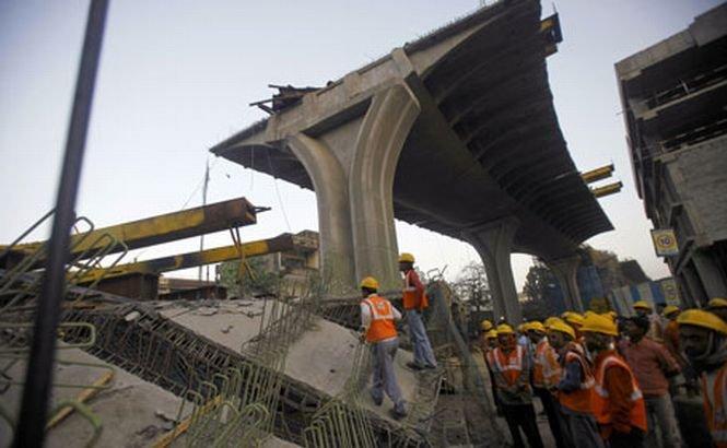 O parte dintr-o şosea suspendată s-a prăbuşit în apropierea aeroportului din Mumbai