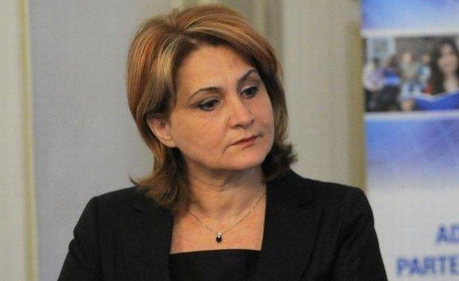Şefa pe Comunicare din Prefectura Bucureşti, demisă că nu ştie să scrie