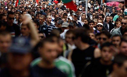 """Marş de """"protest anti-britanic"""" al bulgarilor în faţa ambasadei Marii Britanii din Sofia"""