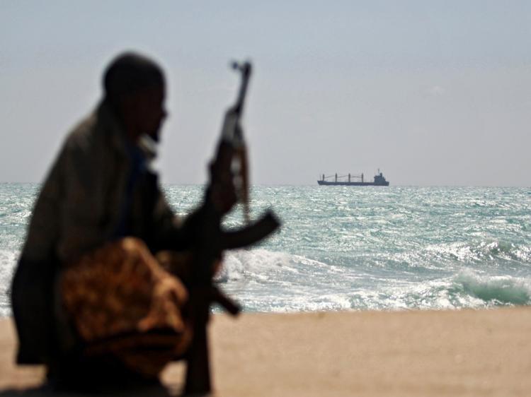 Un marinar român a fost capturat de piraţi în sud-vestul Africii