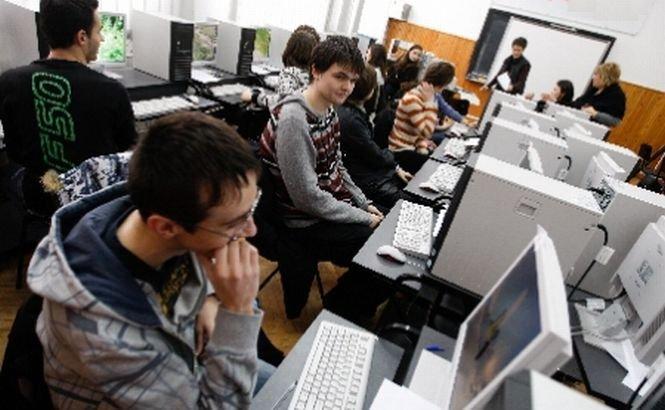 Veste bună din partea ministrului Nica: Elevii ar putea primi gratuit câte un mini-calculator