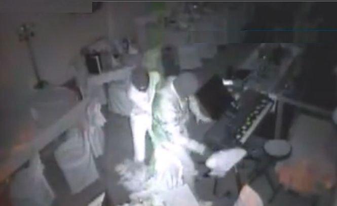 Hoţi cu afinităţi. Doi infractori au furat instrumentele muzicale dintr-un restaurant
