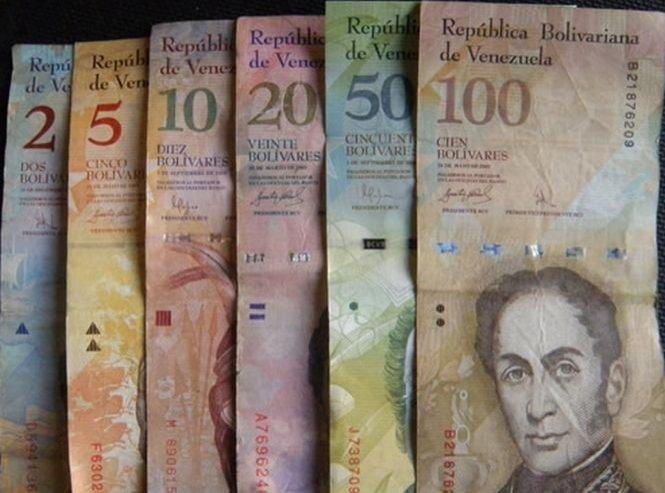 Venezuela a devalorizat moneda naţională cu 32%, pentru a cincea oară în ultimii nouă ani