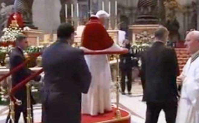 Cele mai recente imagini cu Papa Benedict al XVI-lea. Materialul a fost filmat sâmbătă