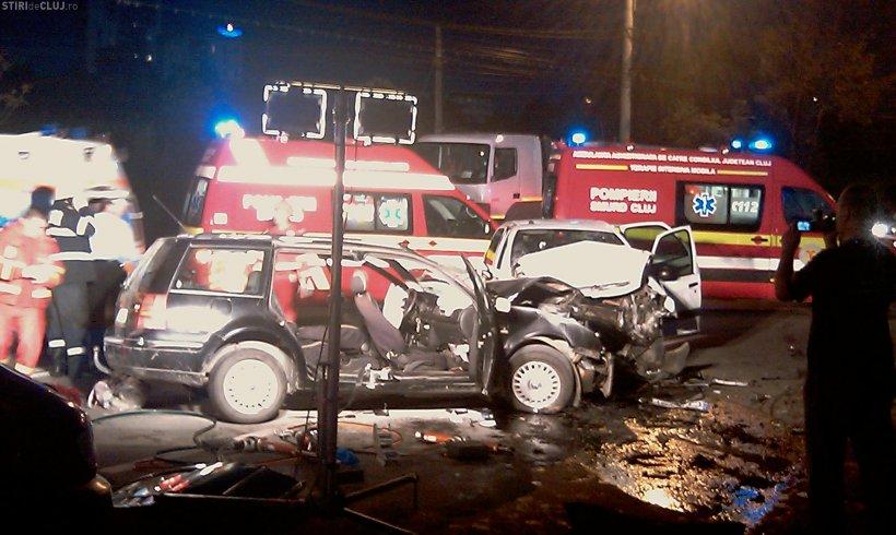 Două poliţiste tinere au murit într-un groaznic accident. Maşina lor a derapat şi a intrat pe contrasens