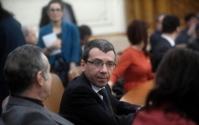 Mihai Voicu: Dacă Becali nu demisiona, ar fi pierdut calitatea de membru PNL prin Statut
