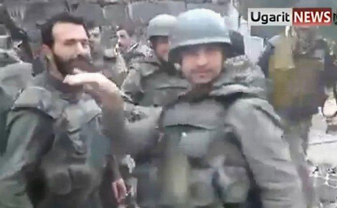 Soldaţii sirieni dansează cu armele în mână pe muzica lui Usher