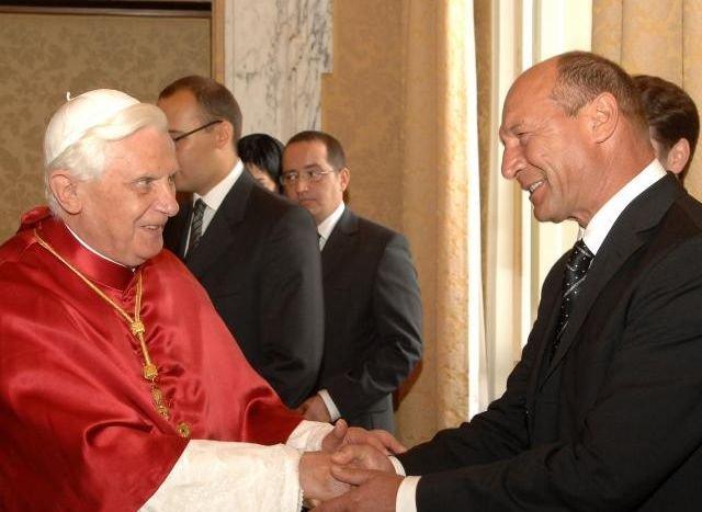 Traian Băsescu va fi primit, vineri, de Papa Benedict al XVI-lea, la Vatican