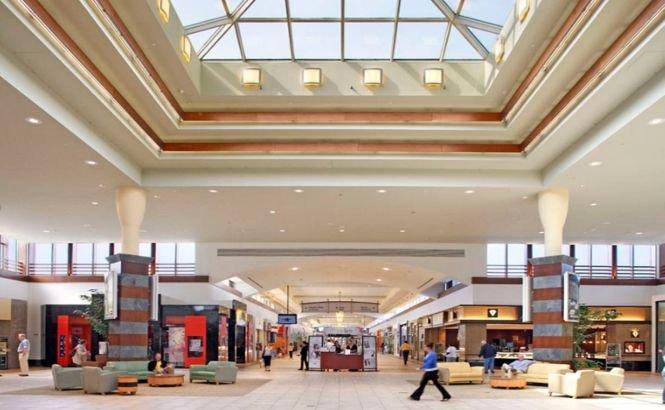 Un mall din New York a fost evacuat. Acoperişul clădirii s-ar putea prăbuşi