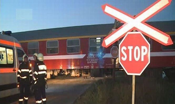 A fost strivit de o locomotivă pentru că şoferul maşinii în care se afla nu s-a asigurat la trecerea de cale ferată