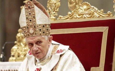 """Papa Benedict denunţă, în ultima sa predică, """"loviturile"""" împotriva unităţii Bisericii şi """"ipocrizia religioasă"""""""