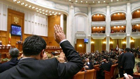Parlamentarii şi-au votat noul statut. Aleşii îşi vor pierde mai greu mandatul
