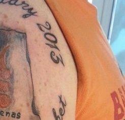 A vrut să îşi facă un super tatuaj, dar acum nu mai ştie cum să scape de el. Greşeala de care îşi va aminti mereu