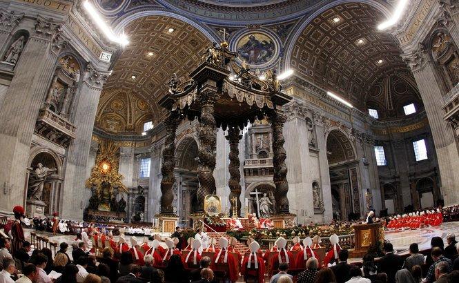 Ce au zis cardinalii, imediat după demisia Papei. Mesajul ascunde tensiunile din interiorul Vaticanului