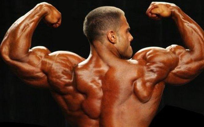 """Românii îşi umflă muşchii cu steroizi. Steroizii """"umflă"""" piaţa neagră"""