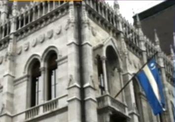 Steagul secuiesc, ARBORAT pe Parlamentul Ungariei. Băsescu, către Orban: Uşor cu pianul pe scări