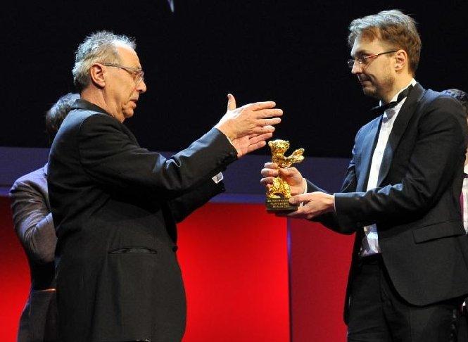 """Filmul românesc """"Poziţia copilului"""" a câştigat Ursul de Aur la Festivalul de Film de la Berlin"""