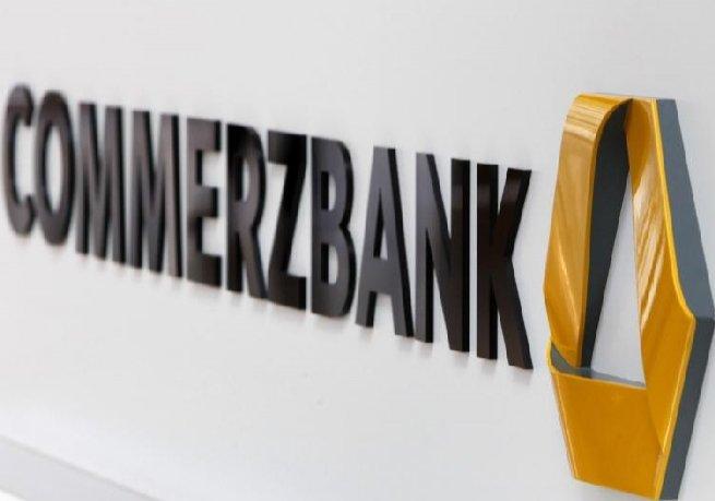 Directorul general al Commerzbank a renunţat la bonusuri şi a redus beneficiile băncii