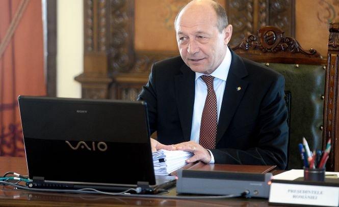 Băsescu îl atacă pe Blaga, pe Facebook: Nu pot avea dialog cu liderii PDL cât timp conducerea e asigurată de actuala echipă