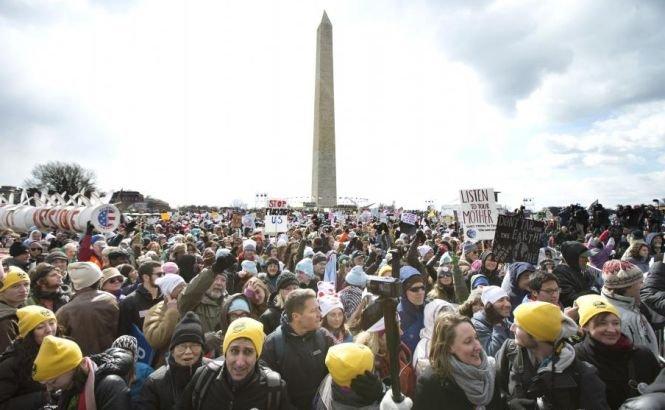 Cea mai mare manifestaţie ecologistă din istoria SUA. Zeci de mii de americani au solicitat măsuri pentru oprirea încălzirii globale