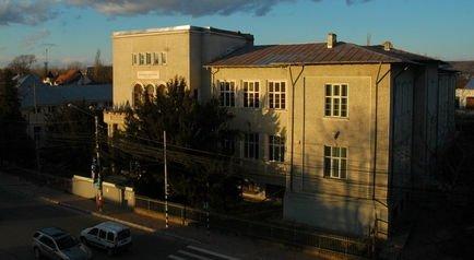 """Directorul liceului din Târgovişte spune că """"indivizi dubioşi"""" îi căutau pe elevii de clasa a IX-a"""